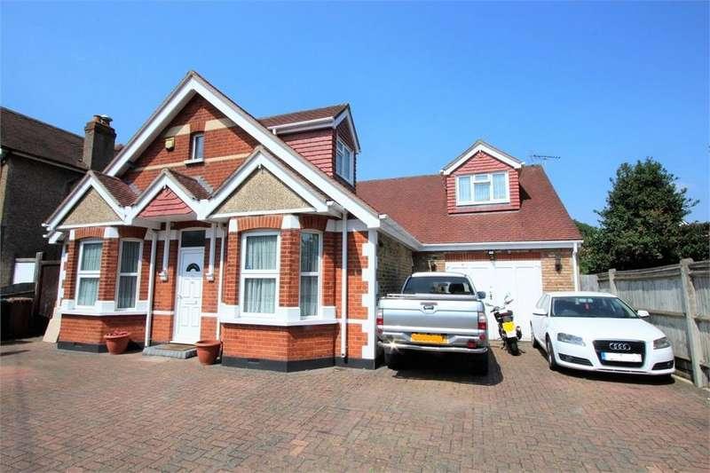 5 Bedrooms Detached House for sale in Parkland Road, Ashford, Surrey