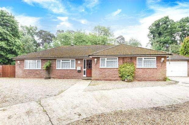 5 Bedrooms Detached Bungalow for sale in The Street, Crookham Village, Fleet