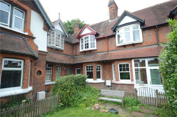 3 Bedrooms Terraced House for sale in St. Saviours Terrace, Reading, Berkshire