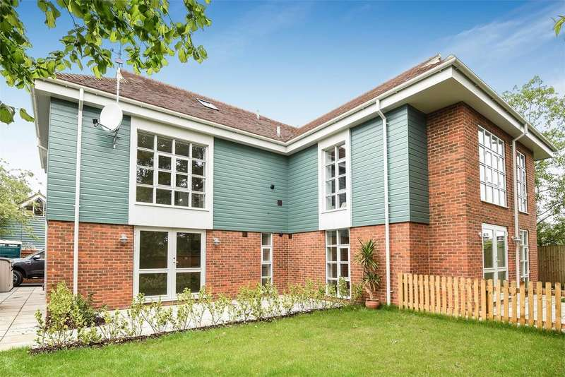 2 Bedrooms Flat for sale in Portersbridge Street, Romsey, Hampshire