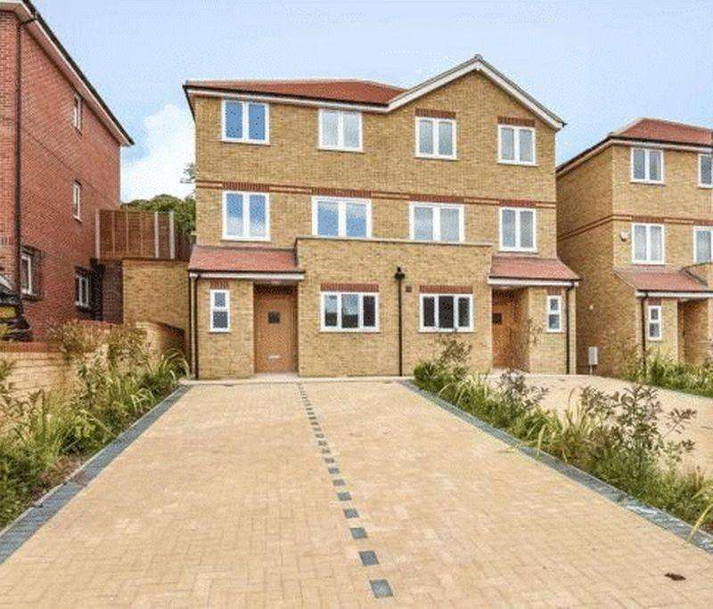 4 Bedrooms Semi Detached House for sale in Kingsmead Road, High Wycombe