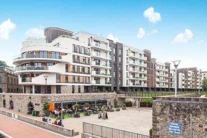 2 Bedrooms Flat for sale in Invicta, Millennium Promenade, Bristol