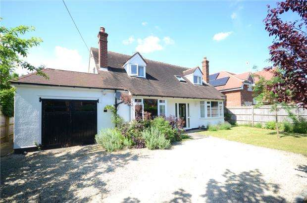 5 Bedrooms Detached House for sale in Charvil House Road, Charvil, Reading