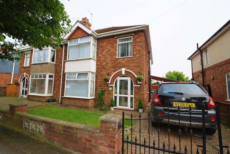4 Bedrooms Semi Detached House for sale in Beresford Avenue, Skegness