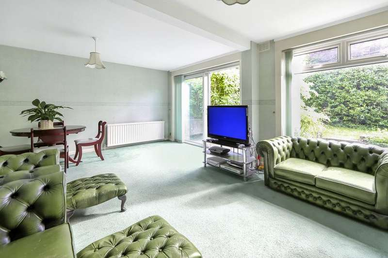 4 Bedrooms Detached House for sale in Alleyn Park, London SE21