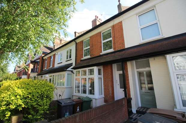 2 Bedrooms Maisonette Flat for sale in Buxton Road, Chingford, Greater London, E4 7DP