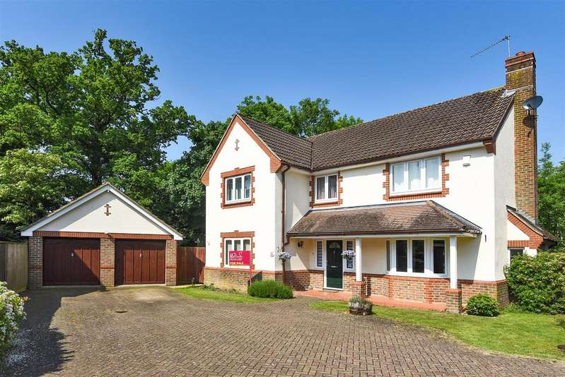 5 Bedrooms Detached House for sale in Willowherb Close, Wokingham, Berkshire RG40 5UY
