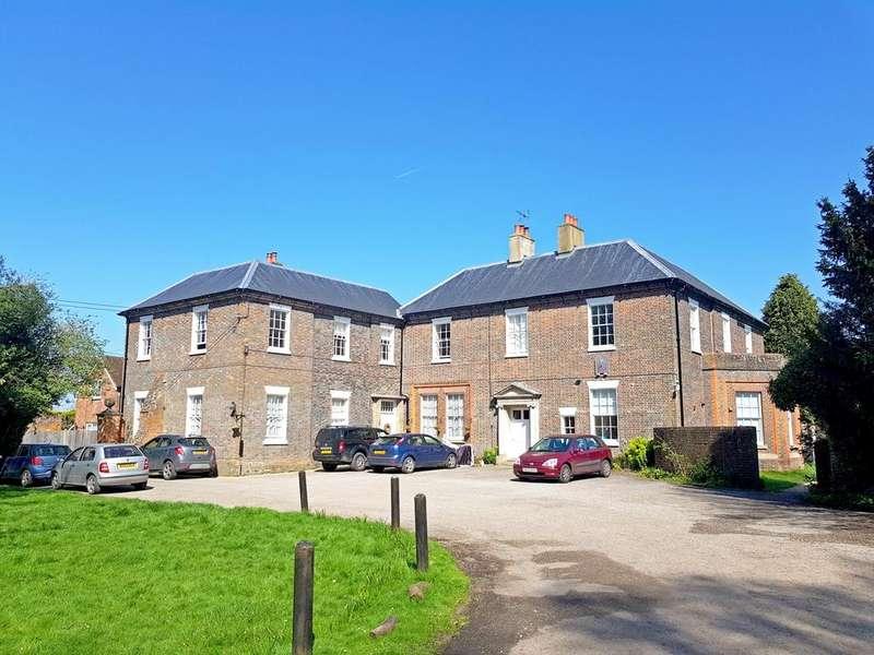 2 Bedrooms Flat for sale in Elm Grove, Kingsclere, Newbury, RG20 5RD