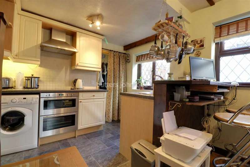 2 Bedrooms Semi Detached House for sale in Biddulph Road, Mossley