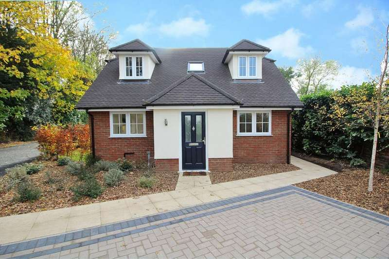 3 Bedrooms Chalet House for sale in Baddow Road, Chelmsford, Essex, CM2