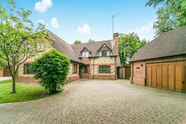 5 Bedrooms Detached House for sale in Reading, Berkshire
