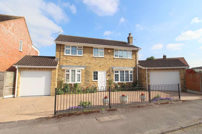 4 Bedrooms Detached House for sale in Ford Road, Ashford, TW15