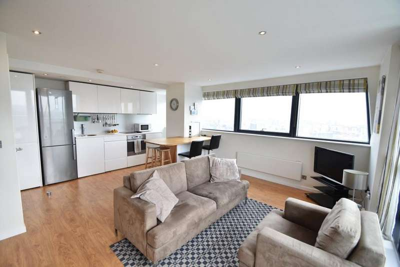 2 Bedrooms Apartment Flat for sale in Bridgewater Place, Leeds