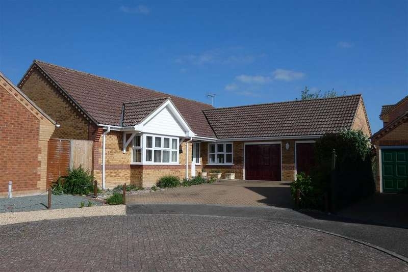 3 Bedrooms Detached Bungalow for sale in Burrow Drive, Lakenheath