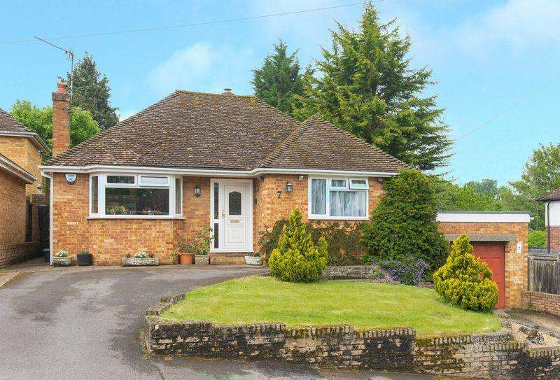 2 Bedrooms Detached Bungalow for sale in Parsonage Road, Chalfont St Giles