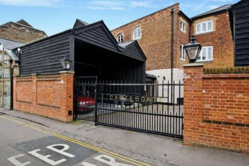 2 Bedrooms Flat for sale in High Street, Bedford, MK40