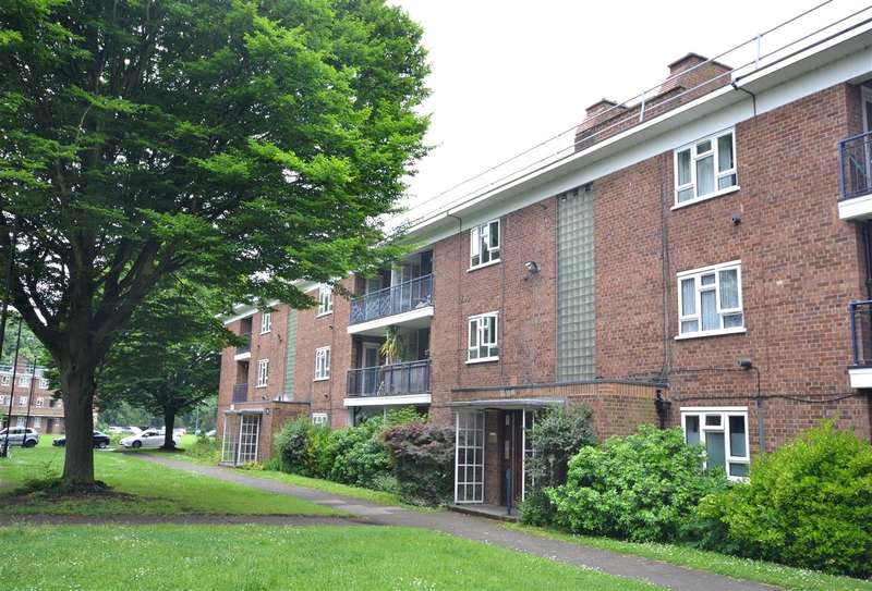 2 Bedrooms Flat for sale in Edensor Gardens, Chiswick