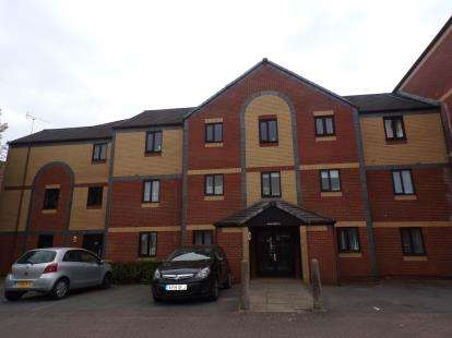 2 Bedrooms Flat for sale in Crates Close, Kingswood, Bristol, Avon