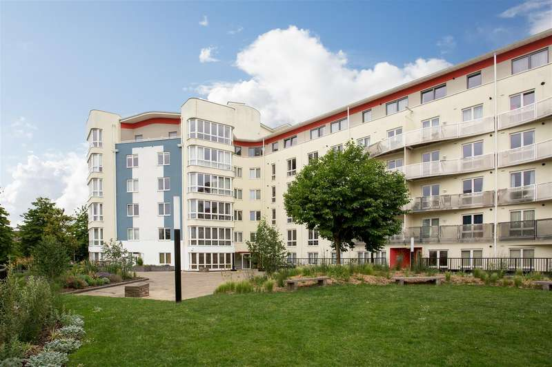 2 Bedrooms Flat for sale in The Crescent, Harbourside