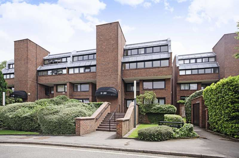 2 Bedrooms Flat for sale in Britten Close, Golders Green, NW11