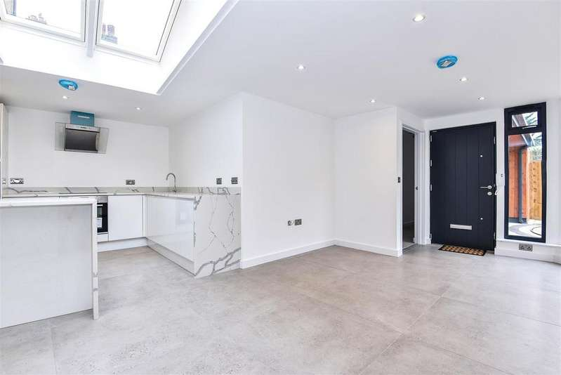 2 Bedrooms House for sale in Chestnut Mews, East Sheen
