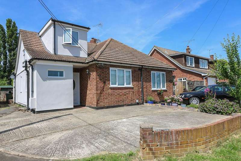 3 Bedrooms Semi Detached House for sale in Rectory Grove , Wickford SS11