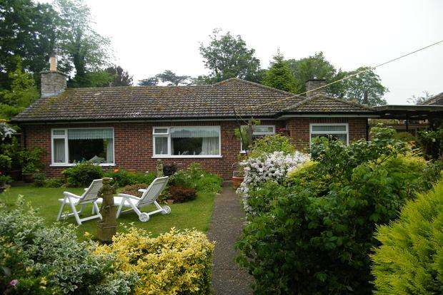 3 Bedrooms Detached Bungalow for sale in Hall Lane, Burgh Le Marsh, Skegness, PE24