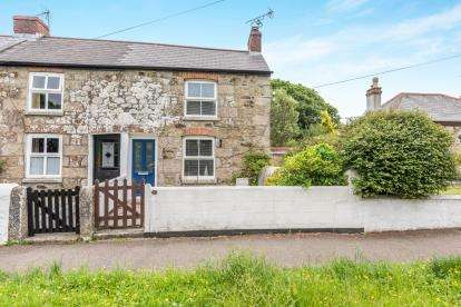 2 Bedrooms End Of Terrace House for sale in Helston, Cornwall