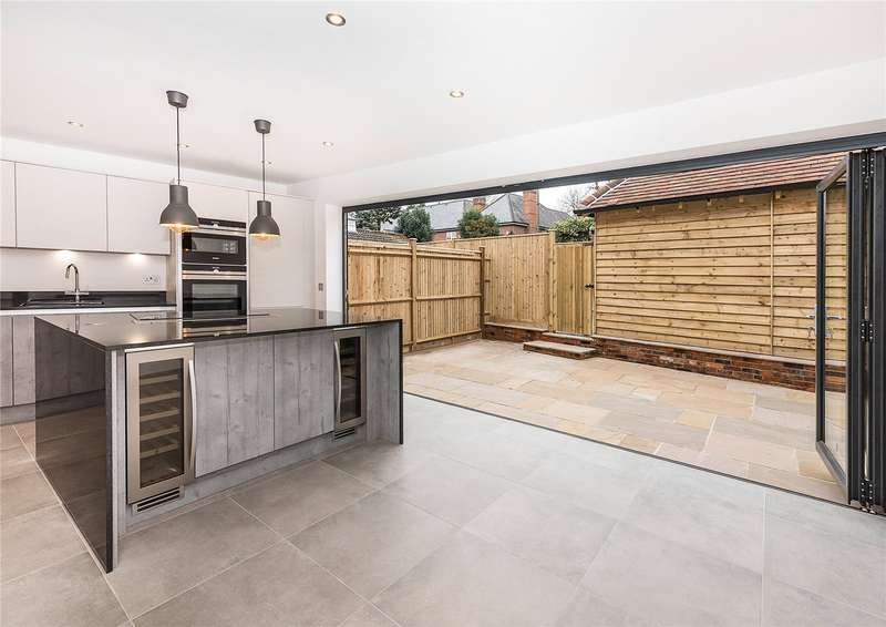 3 Bedrooms Semi Detached House for sale in Angel Cottage, Church Road, Shepperton, Surrey, TW17