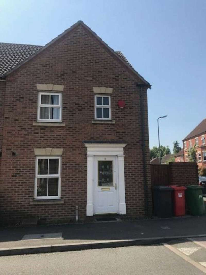 3 Bedrooms Terraced House for sale in Tracey Avenue, Langley