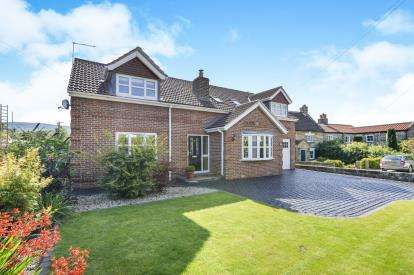 3 Bedrooms Detached House for sale in High Street, Great Broughton, North Yorkshire