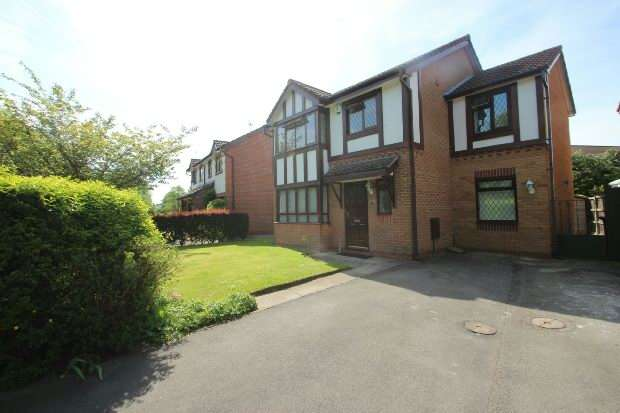 4 Bedrooms Detached House for sale in Dorchester Drive, Manchester