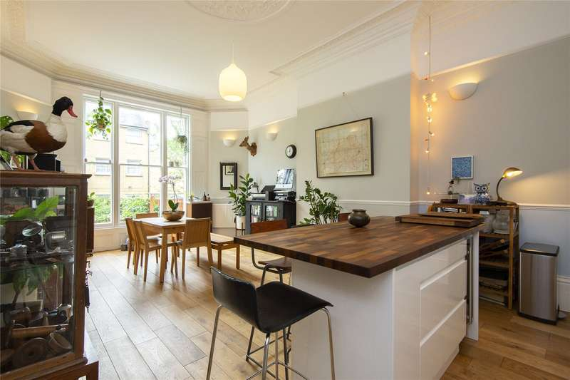 3 Bedrooms Flat for sale in Lower Clapton Road, London, E5