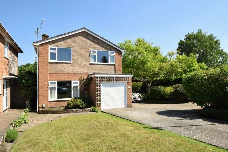 4 Bedrooms Detached House for sale in Tudor Drive, Yateley