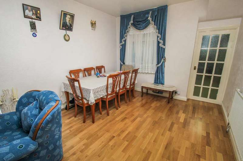 3 Bedrooms Terraced House for sale in Chichester Road, Leytonstone, London E11