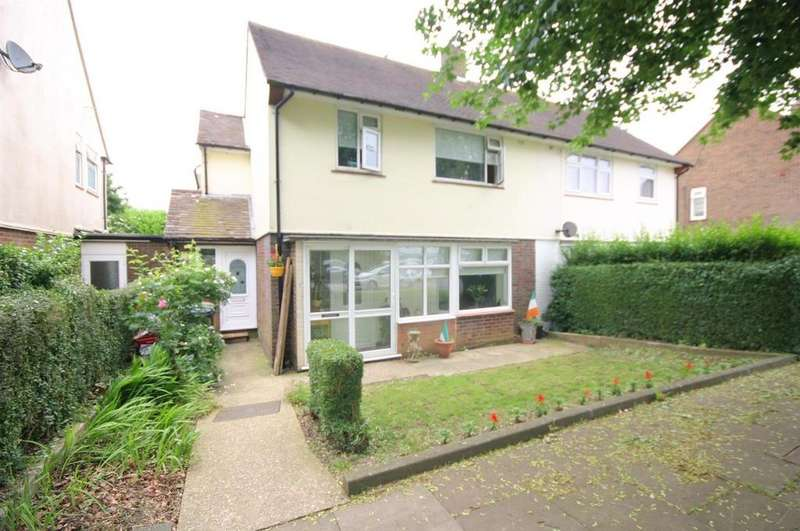 4 Bedrooms Semi Detached House for sale in Rotherham Avenue, Farley Hill Luton