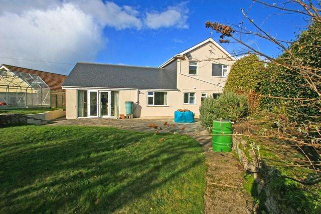4 Bedrooms Detached House for sale in Les Mouriaux, Alderney GY9