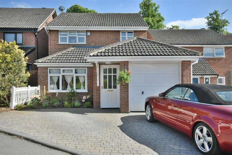 4 Bedrooms Detached House for sale in Chepstow Close, Kettering