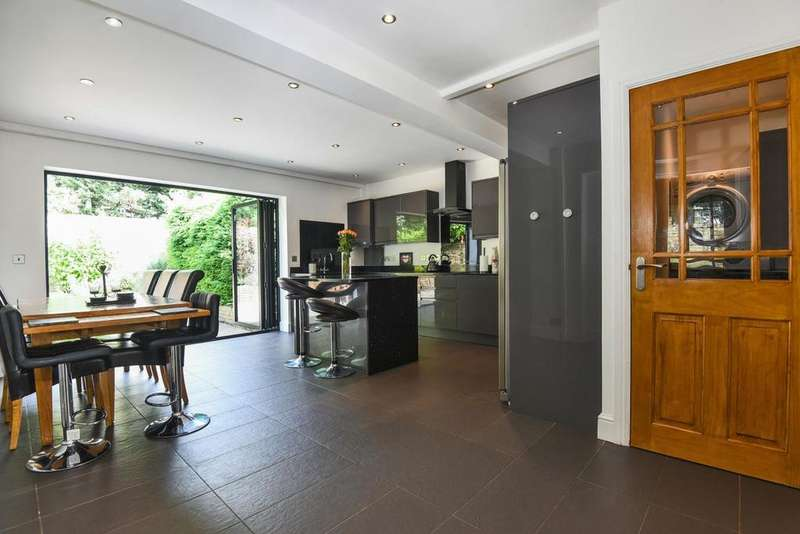 3 Bedrooms Terraced House for sale in Dale Close, Blackheath