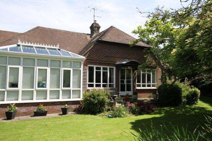 4 Bedrooms Detached House for sale in Bigfrith Lane, COOKHAM DEAN, SL6