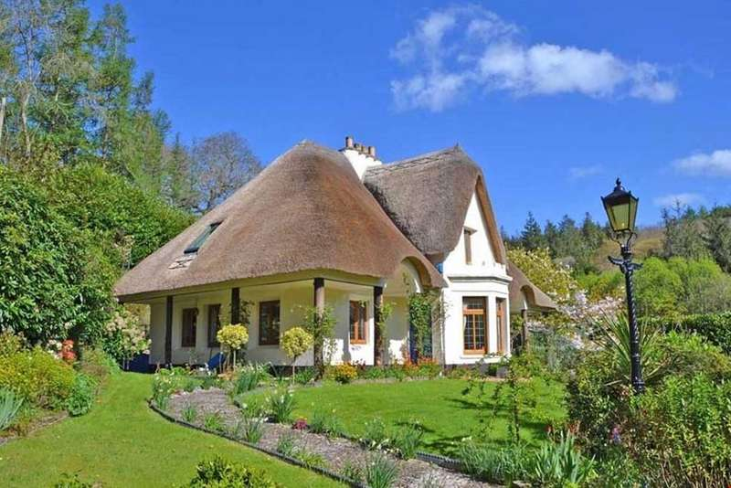 4 Bedrooms Detached House for sale in Tresillian,Truro, Cornwall, TR2