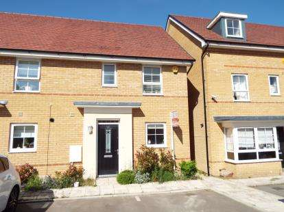 House for sale in Bank Avenue, Dunstable, Bedfordshire, England