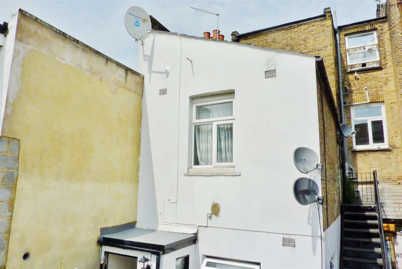 2 Bedrooms Flat for sale in Mineral Street, Plumstead, London, SE18 1QR
