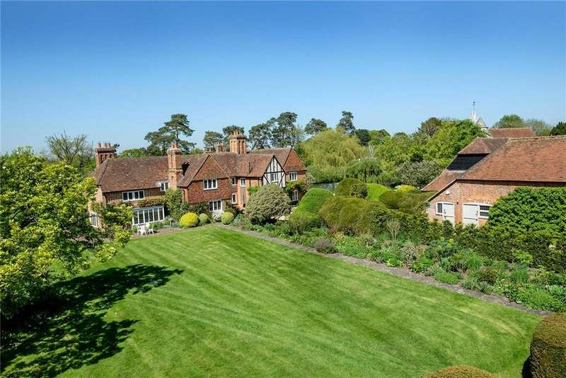 6 Bedrooms Detached House for sale in Crown Lane, Newnham, Hook, Hampshire, RG27