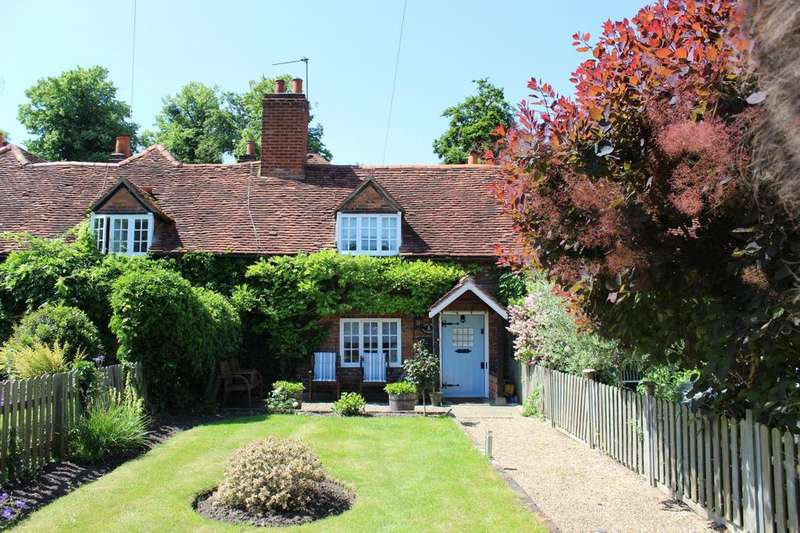 2 Bedrooms Cottage House for sale in Marlow Road, Bisham
