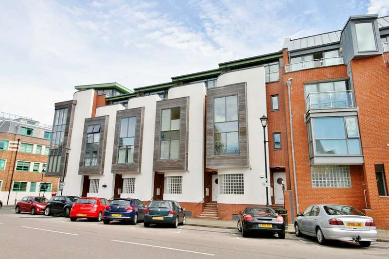 3 Bedrooms Town House for sale in Broad Street, Old Portsmouth