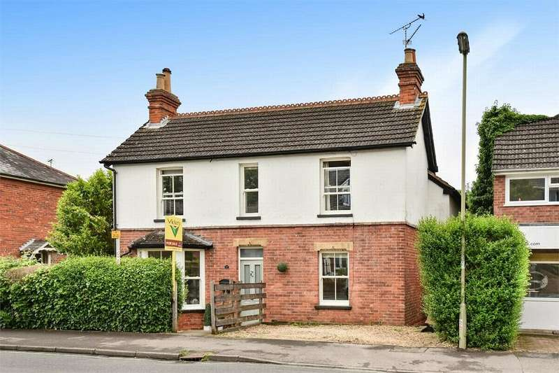4 Bedrooms Detached House for sale in Clarence Road, Fleet, Hampshire