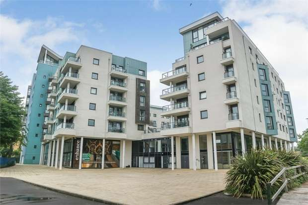 2 Bedrooms Flat for sale in Ocean Way, Southampton, Hampshire
