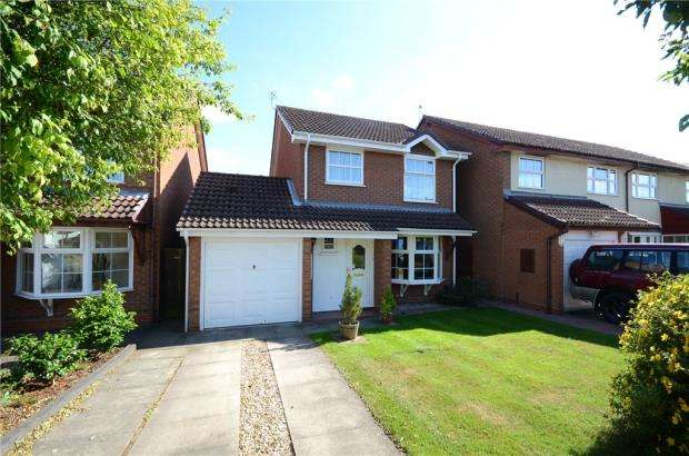 3 Bedrooms Detached House for sale in Delafield Drive, Calcot, Reading
