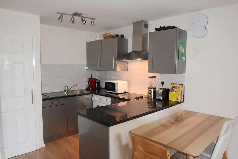 2 Bedrooms Flat for sale in Crossways Court, Osborne Road, Windsor, SL4